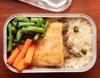 Vissen en rijst - luchtvaartlijnmaaltijd Stock Foto