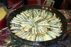 Vissen klaar om in pan te koken Stock Foto's