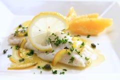 Vissen met citrusvruchtensaus Royalty-vrije Stock Afbeeldingen