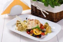 Vissen met geroosterde groenten Royalty-vrije Stock Fotografie