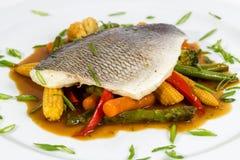 Vissen met groenten Royalty-vrije Stock Afbeelding