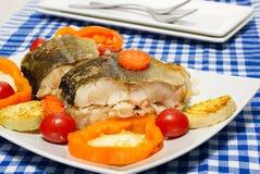 Vissen met groentenstoom het koken stock afbeelding