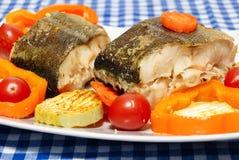 Vissen met groentenstoom het koken Royalty-vrije Stock Afbeeldingen