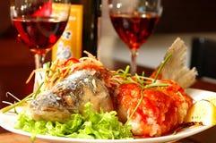 Vissen met rode wijn Royalty-vrije Stock Foto