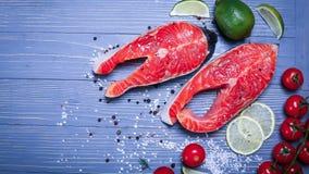 Vissen op de lijst voor maaltijd worden gesneden die Heerlijk zeevruchtendiner RT Royalty-vrije Stock Afbeelding