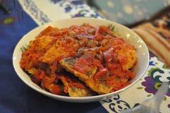 Vissen in tomaten en peper Royalty-vrije Stock Foto's