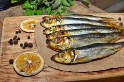 Vissen van koude die op een lijst roken stock foto