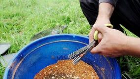 Vissenaas gekleurde ballen Het Lokmiddel van de visserij Sluit omhoog aas voor vissen bij de zomer de visserij stock footage