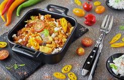 Vissenbraadpan van kabeljauw met groenten en kaas Royalty-vrije Stock Afbeeldingen
