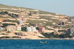 Vissend bij de kust in Saranda, Albanië Stock Foto