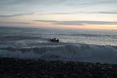Vissend bij zonsondergang in San Miguel, Peru Stock Afbeeldingen