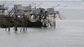 Vissende hutten, Atlantische kust, heilige-Palais-sur-MER, Frankrijk stock footage