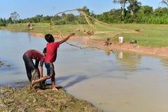 Vissende jongens Stock Foto's