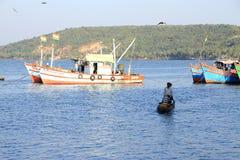 Vissende mensen en boten Stock Foto