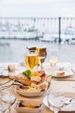 Vissenrestaurant: Bosphorus, Istanboel, Turkije Royalty-vrije Stock Afbeeldingen