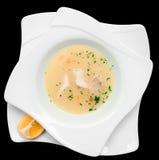 Vissensoep die in mediterrane geïsoleerde stijl wordt gekookt Stock Afbeeldingen