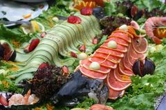 Vissenvoedsel op lijst Stock Afbeelding
