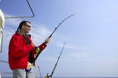 Visser die op tonijn van het boot de grote spel vist Royalty-vrije Stock Fotografie