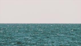 Visser in GLB en vest die opblaasbare motorboot in midden van meer berijden stock footage