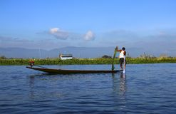 Visser op Inle-Meer, Myanmar Birma royalty-vrije stock foto