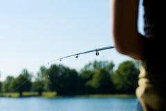 Visserij bij het meer Stock Foto