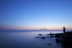 Visserij bij zonsondergang Stock Fotografie