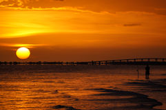 Visserij bij zonsondergang Royalty-vrije Stock Foto