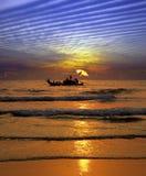 Visserij bij zonsondergang in India Royalty-vrije Stock Foto's