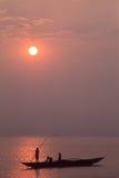 Visserij bij zonsopgang stock foto's