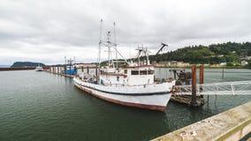 Visserij of Crabbing Boot stock afbeeldingen