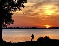 Visserij door het meer Royalty-vrije Stock Fotografie