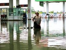 Visserij in Floodwater Royalty-vrije Stock Foto's