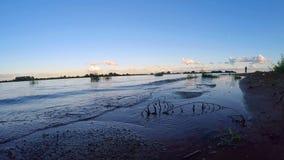 Visserij Het gelijk maken op het meer Ilmen stock video