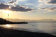Visserij in het overzees bij zonsopgang Royalty-vrije Stock Foto