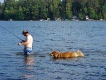 Visserij met de hond Royalty-vrije Stock Foto