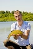 Visserij met een vissenzeelt stock fotografie