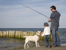 Visserij met hond stock afbeelding