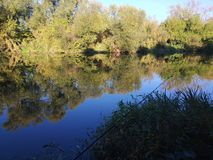 Visserij op de UPA-rivier in Tula stock foto