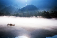 Visserij op het Dongjiang-Meer Stock Fotografie