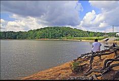 Visserij op het meer stock afbeelding