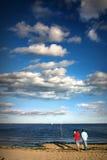 Visserij op het strand - de zomer royalty-vrije stock fotografie