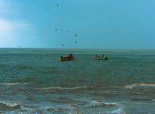 Visserij tijdens onweer Stock Foto's