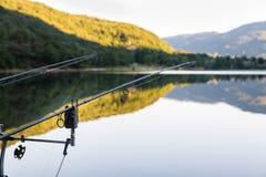 Visserijavonturen - Beetalarm voor visserij met de techniek om carpfishing Stock Afbeelding
