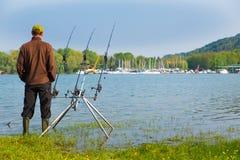 Visserijavontuur op een groot meer Royalty-vrije Stock Fotografie