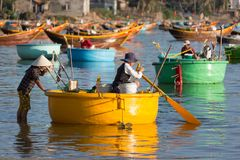 Vissers aan het werk dichtbij Mui Ne Royalty-vrije Stock Foto