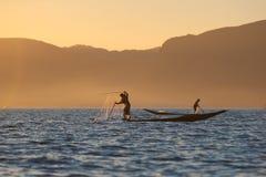 Vissers bij Inle meer, Myanmar Stock Foto's