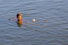 Vissers dichtbij de Brug van U Bein's, Myanmar stock afbeeldingen