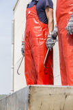 Vissers die die op de aankomst van het schip wachten met Atlant wordt geladen Stock Foto