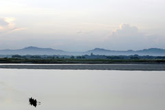 Vissers die Meer Inle in Birma kruisen Royalty-vrije Stock Fotografie