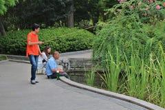 Vissers in Fuxing-Park, Shanghai stock afbeeldingen